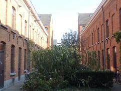 Charmante woning te huur in Gent in heel charmante cité in de Visserij op boogscheut van centrum. Gelijkvloers: inkom, keuken, badkamer met douche, wc