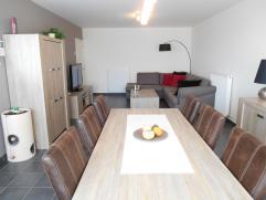 Recent, ruim en energievriendelijk appartement gelegen aan de verbindingsweg tussen Ravels en Turnhout. Appartement bestaat uit een inkomhal met apart