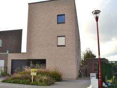 Gunstig gelegen woonhuis te Waarschoot, Karis 4  Gelijkvloers: hall, living met open keuken, toilet, berging. Eerste verdieping: 3 slaapkamers en badk
