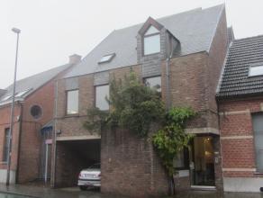 Praktijkwoning in Olen-centrum (2250) Herentals   Oorspronkelijke dokterswoning met geïntegreerde praktijkruimte en aparte inkom. Deze splitlevel-arch