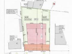 De bouwgrond - bekend onder het lot 28 - is gelegen in een rustige residentiële  wijk van Drongen en op minder dan 15 min. van het stadscentrum Gent.