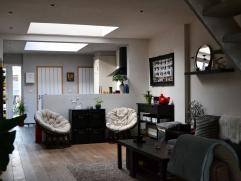 Gezellige, modern gerenoveerde woning te huur nabij het centrum van Izegem. Grote living met open keuken met alle voorzieningen (vaatwas, 2 koelkasten
