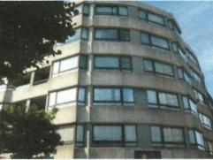 Appartement  4° verdieping  (hoekappartement  4B,   ingang Grote Markt 72) Zeer ruime living, hall, keuken, berging, badkamer, 2 wc's, 3 slaapkamers,