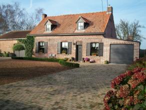 Landelijke woning met 3 garages,werkplaats (58m²) met grote tuin. WEIDE:(1050m²) en diverse stallingen,zeer rustige ligging, op het eind van een doodl