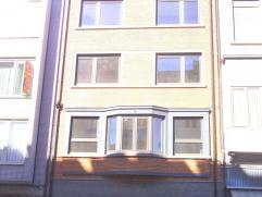TE HUUR  Zonnig instapklaar appartement met alle mogelijk comfort  IDEAAL VOOR OUDERE PERSONEN OF ALLEENSTAANDEN Ligging: Stationsstraat, 26, 9300 Aal