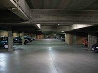 Mooie staanplaatsen achteraan in een garagecomplex. Ideaal voor kleine wagen, moto, of voor bv. old-timer.