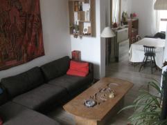 Appartement en duplex, situé en bout d'Outremeuse, à côté du quai Godefroid Kurth.  3 chambre, 125 m² + cour extérieur et grandes caves.  Rue extrêmem