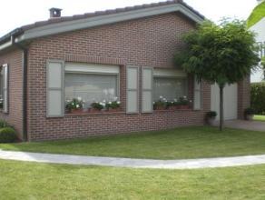Charmante gelijkvloerse bungalow in een groene omgeving op 5km van Oudenaarde en 5km ongeveer van E17. Inkomhal , salon-living .ingerichte keuken ,bad