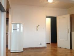 Instapklaar appartement met 1 slaapkamer op de bovenste (6e) verdieping van residentie Esmeralda op de Brusselsesteenweg. Goed onderhouden living en e