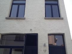 Gelijkvloers - Ingangshal: WC, technische ruimte (met watermeter, zekeringskast en zekeringen) en toegangsdeur naar de duplex studio op het 1e en 2e v