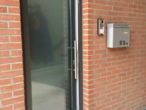 TE KOOP:   Duplexappartement, gelegen Assenedesteenweg te Zelzate. Bouwjaar 2010. Instapklaar. In perfecte staat. Aparte inkom(geen gemeenschappelijke