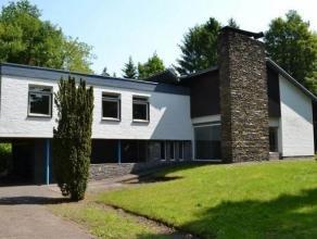 Mooie villa van 258m² op een grond van 2126m² rechtstreeks te koop van eigenaar. Vanwege de ligging kan deze villa dienst doen als particuliere woning