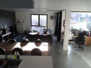 Ruim nieuwbouw appartement te Tienen, gelegen in een rustige straat in het centrum, op enkele minuten wandelen van winkelstraten, station, zwembad, gr