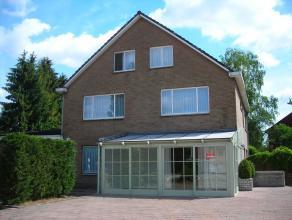 Huis te huur gelegen te 3600 Genk , beverststraat 66 Voor de prijs van 795 eur/mnd . met 4 slaapkamers  , 2 badkamers , ruime woonkamer met veranda ,