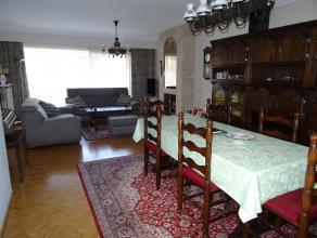 te huur ruim en licht appartement 1e verdiep: living ca 40m², ingebouwde keuken met berging, grote en kleine slaapkamer, opbergkamer, badkamer met dub