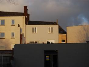 Vernieuwd appartement met grote keuken, grote living, badkamer, 2 slaapkamers en groot Zuid gericht terras. Vlak bij winkels en op 10 minuten te voet