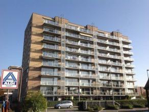 Schitterend gemeubeld appartement  2050 linkerhoever op de 6e verdieping,  met adembenemend uitzicht . Inkomhal met weberstalendeur,   gastentoilet en