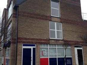 Prachtig appartement te huur op Miksebaan (nabij centrum Brasschaat). HEt appartement is gerenoveerd in 2014 (volledig nieuwe keuken met toestellen).