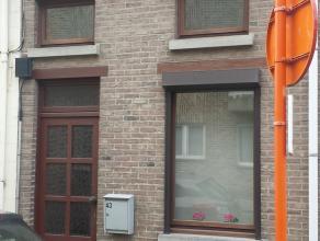Rijhuis in Asse te koop (totale oppervlakte 1a53).  Rustige straat maar toch zeer dicht bij winkels, scholen, openbaar vervoer en station Asse. Klein