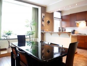 Appartement met veel lichtinval op de 1e verdieping in een klein gebouw. Zeer gunstige EPC waarde van 250.  Verwarming / airconditioning met hoog rend