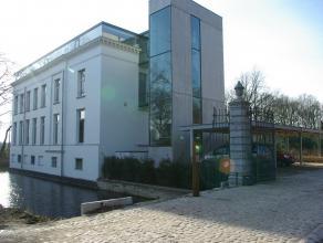 Exclusief Kasteelappartement  Luxe appartement in Kasteel Withof te Schoten. Een unieke locatie in het groen, vlak bij Antwerpen stad en haven (5km).
