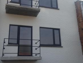 Twee nieuwbouwappartementen te huur met 2 of 3 slaapkamers. Badkamer met douche. Tuin en dakterras aanwezig (40 m2), ruime berging, eventueel extra ga