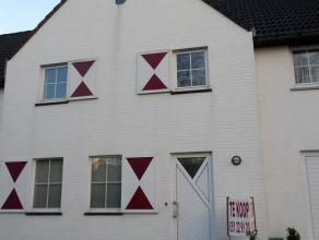 Ruime, moderne rijwoning te koop nabij Sterrebos te Roeselare (Rumbeke). Te koop rechtstreeks van eigenaar. Instapklare woning met inkomhal + toilet.