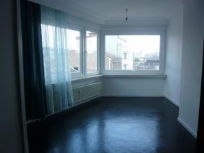 Centre Liège, appartement lumineux avec vue dégagée sur les jardins d'HEC et la Ville. Sis rue reynier 3 au 4ème étage d'un immeuble de 7 étages calme