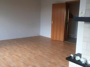 Appartement met 1 grote slaapkamer en 2 kleinere slaapkamers vlakbij het centrum van Brasschaat. Het appartement omvat een ruime leefruimte met veel l