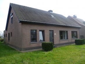 Vrijstaande woning te huur net buiten centrum Ravels. 800 euro per maand + 2 maanden waarborg. Onmiddellijk beschikbaar.