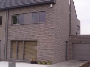 Energie zuinige (E-peil 73) nieuwbouwwoning met luxueuze afwerking en veel lichtinval. Gelegen in een rustige, groene omgeving van Wommelgem en toch