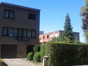 Residentieel gelegen woning en midden in het groen over het park; ook centraal gelegen (wandelafstand van de markt, het centrum en de culturele centra
