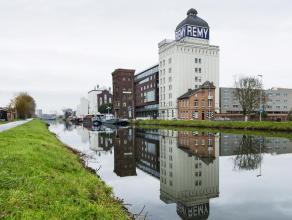 330 m2 nuttige oppervlakte in een unieke locatie met persoonlijkheid (Rémytoren in Wijgmaal, op enkele minuten van hartje Leuven).  Ingericht door ISM