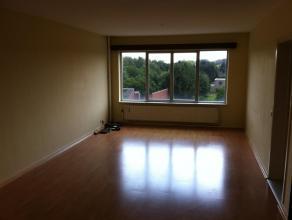 Appartement met 2 slaapkamers, afzonderlijke keuken en ruime living. Mooi rustig & groen zicht vanuit living en kamers. Telenet aansluiting. Plaats e