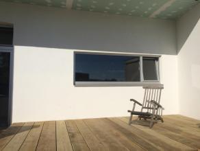 Te huur appartement op de 1ste verdieping in gerenoveerd pand met 3 niveaus te Mortsel. Gezellig ruim tweeslaapkamerappartement met massieve parketvlo