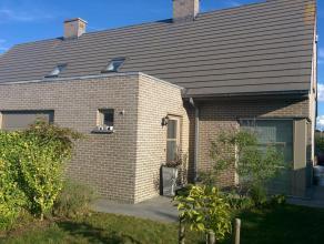 Half open bebouwing gelegen in een rustige woonwijk, vlot te bereiken via N36 en E403.  Instapklare nieuwbouwwoning van 2008 met centrale verwarming o