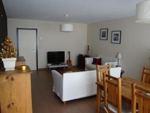 Appartement op de 1ste verdieping met buitenterras. Ruime living van 30m² met aansluitend een half open keuken van 9m². Aparte berging naast de keuken