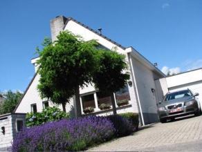 Vrijstaande, moderne woning met 3 slaapkamers en gunstige ligging<br /> <br /> Ligging<br /> Gunstig gelegen tussen Breda en Antwerpen aan het einde v