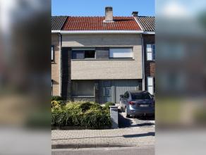 Wonen in het wondere Waasland! Deze gezinswoning bevindt zich in een rustige buurt in Temse, op slechts 10 minuten stappen van de Scheldedijk en vlakb