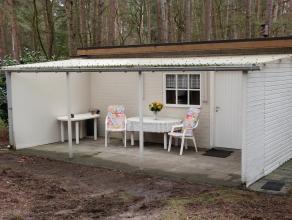 geregulariseerde stenen bungalow met houten aanbouw, gelegen in verblijfsrecreatiezone<br /> 2 slaapkamers (200x275 + 330 X 265)<br /> badkamer dient