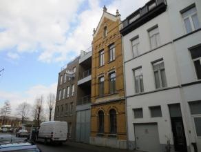 Prachtig ruim en kwalitietsvol appartement (ca. 90m²) met terras. Gelegen nabij het park Spoor-Noord en een perfecte bereikbaarheid naar de grote uitv