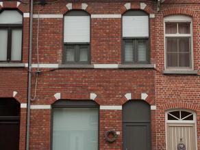 Gezellig vernieuwd huis met garage te huur in Lokeren.  Gelegen in het centrum, bij winkels, sportcentrum ... en belangrijke invalswegen zoals E17.  B