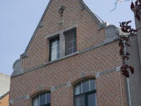 Prachtige herenwoning met historisch karakter<br /> <br /> In het hartje van Dendermonde, op enkele passen van de sfeervolle Grote Markt, vindt u deze