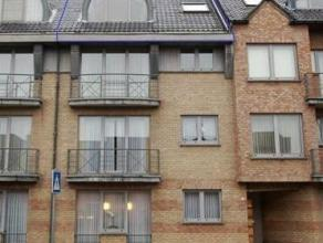 <br />  Uitstekend gelegen en ruim duplex appartement in het centrum van Tienen, om 200m van de Grote markt. Het appartement is gelegen op de derde ve