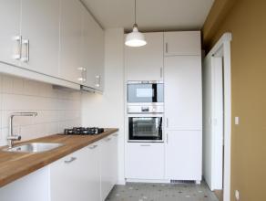 Volledig vernieuwd instapklaar appartement met panoramisch zicht gelegen op de 11e verdieping. Ruime living op parket met prachtig zicht op de Schelde