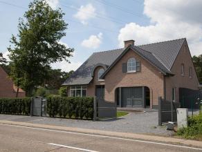 Een schilderachtig gelegen villa. Oppervlakte terrein 1200 m2 (straatbreedte 20 meter). Goed bereikbaar vanaf E313 (Hassel-Antwerpen). Villa omvattend
