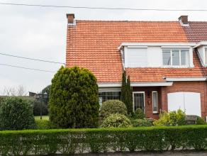 Goed onderhouden woning met mooie tuin en polderzicht