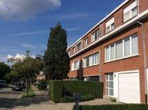 Instapklare bel-etage woning in de wijk klein Molenveld te Edegem.<br /> Winkels, scholen, groen & openbaar vervoer in de nabijheid in deze kindvriend