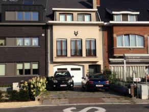 VERKOCHT - VERKOCHT - VERKOCHT - Grotendeels gerenoveerde energiezuinige woning met 3 slaapkamers, grote garage, kelder, zolder, 2 terrassen en tuin.
