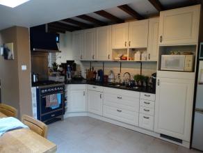 een gezellige woning voor een startend gezin , een half open bebouwing met een totaal grondoppervlak van 119m² waarvan 90m² woonoppervlak met ;inkom ,